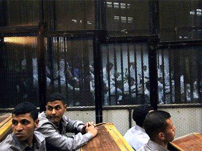 Египетский суд приговорил 11 футбольных фанатов к смертной казни