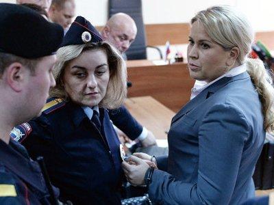"""Обвинение, просившее для """"блондинки Сердюкова"""" условный приговор, не стало оспаривать 5-летний срок"""