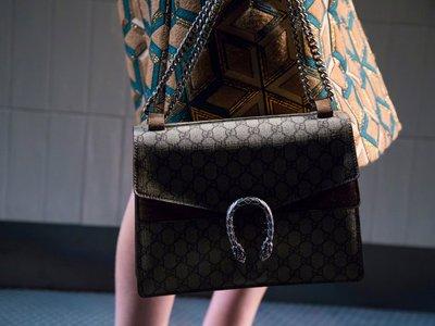 Владелец Gucci и Yves Saint Laurent подал в суд на Alibaba из-за подделок