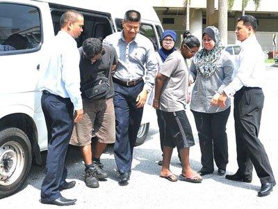 Малазиец, укравший деньги у пассажира пропавшего Boeing, приговорен к тюрьме и ударам палкой