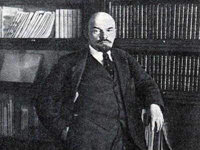Коммунисты просят Чайку возбудить дело на телеведущего Урганта из-за шуток о Ленине