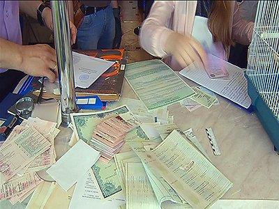 """Раскрыта столичная """"фабрика"""" по подделке документов с 3000 печатей нотариусов, вузов и госорганов"""