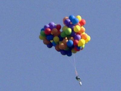 Канадец предстал перед судом за полет на 110 воздушных шарах