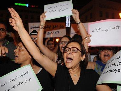 Марокканский суд оправдал девушек, обвиняемых в ношении коротких юбок