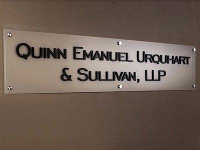 """Противостоять России в иске """"Ощадбанка"""" будут юристы Quinn Emanuel, отстоявшие позицию ЮКОСа"""