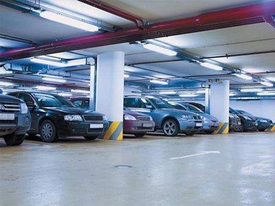 Суд защитил предпринимателей от ФНС, освободив от налога встроенные парковки