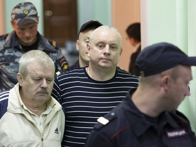 Бывший полковник ФСБ Андрей Лелетко (в центре)
