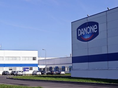 Суд отменил оборотный штраф Danone за резкое снижение цен при закупке молока