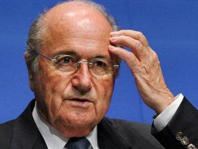 На главу ФИФА Йозефа Блаттера возбуждено дело из-за выплаты 2 млн швейцарских франков Мишелю Платини
