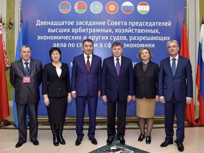 Участники заседания Совета председателей высших арбитражных и других судов, разрешающих дела по спорам в сфере экономики стран СНГ