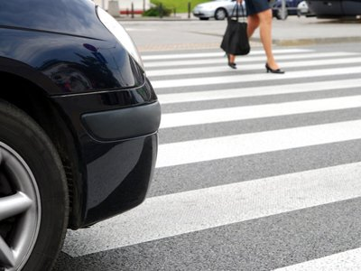 Водитель, доставивший сбитую женщину в больницу, выплатит компенсацию за неправильную транспортировку