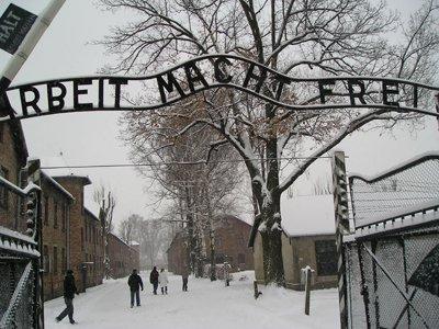 Немецкий суд признал бывшего надзирателя Освенцима дееспособным длясудебного процесса