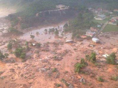 Компанию Samarco оштрафовали на $262млн запрорыв дамбы вБразилии