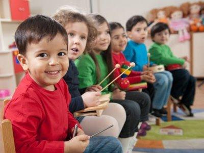МВД предлагает штрафовать за оставленных в машинах дошкольников