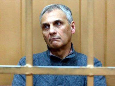 Экс-губернатор Сахалина Хорошавин оспаривает в КС конфискацию своего имущества