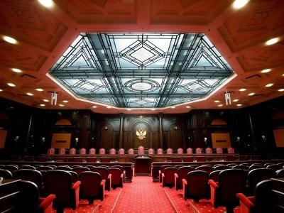 Нет образования, нет суда: КС объяснил, почему представителю нужен диплом юриста