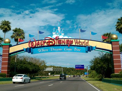 На Walt Disney подали в суд бывшие сотрудники его парка развлечений в США