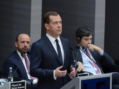 Медведев исключил возможность многократного увеличения пенсии и зарплаты