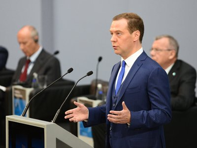 Медведев потребовал за сутки доработать проект о выплатах пенсионерам