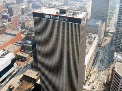 Банк Fifth Third Bancorp уволил своего главного юриста из-за служебного романа