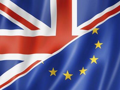Британские чиновники готовят план Brexit в кофейне Starbucks из-за отсутствия офиса