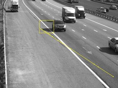 Автовладельцу выписали штраф за пересечение сплошной тенью от его машины