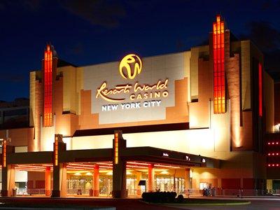 Американка подает в суд на казино за предложение поменять выигрыш в $43 млн на ужин