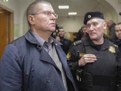 Улюкаев проведет под домашним арестом еще три месяца