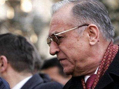 Бывшего президента Румынии обвинили в преступлениях против человечности