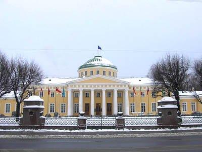 С подачи ФСБ возбуждено дело на чиновника мэрии, заработавшего на иностранных туристах 12,3 млн руб.