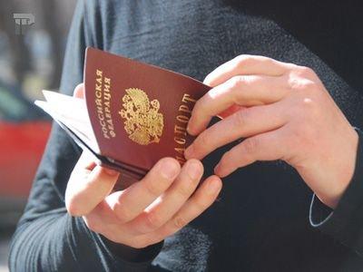 Судят участника процесса, который порвал свой паспорт и кинул его обрывки в судью