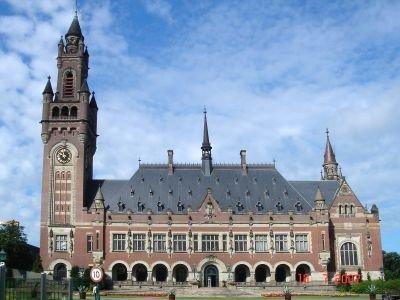 Постоянная палата третейского суда находится в гаагском Дворце Мира, где соседствует с Международном судом ООН