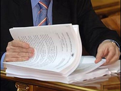 Судят бывшего чиновника, получившего за один подписанный контракт $6,7 млн и 134 млн руб.