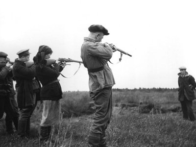 Расстрел предателя. Фото с сайта  www.army.lv