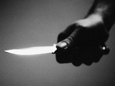 Обвиняемый в мошенничестве сотрудник ФНС на процессе ранил ножом двух судей