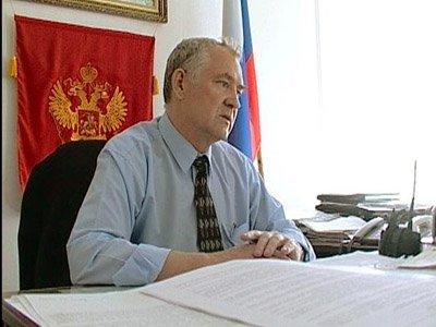 Василий Сайков (на фото) конфликтовал с  депутатом, который заявлял о нарушениях им законодательства, инициировал проведение проверок деятельности администрации района и пытался добиться отставки ее руководителя.