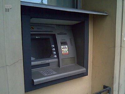 Осуждена сотрудница банка, опустошившая банкоматы на 10 млн руб. для уплаты долгов его конкурентам