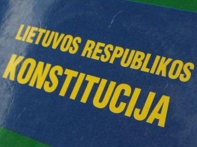 Лидера латвийской партии приговорили к принудительным работам за оскорбление флага страны