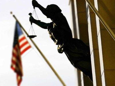 Минюст США просит не отправлять подозреваемых в тюрьму из-за отсутствия денег на залог