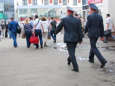 В Москве судят полицейского, пытавшегося покинуть РФ из-за распыления аэрозоля в лицо женщины