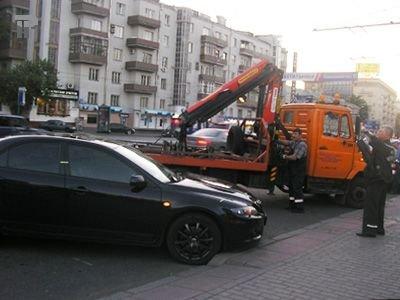 Собянин решил брать с водителей за эвакуацию неправильно припаркованных машин втрое больше, чем Лужков