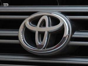 Суд лишил водительских прав экс-председателя суда, разъезжавшего на Toyota Highlander без колеса