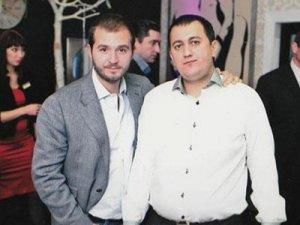 Ранее в СМИ появились фото Дмитрия Урумова (справа) в обществе главного фигуранта уголовного дела о